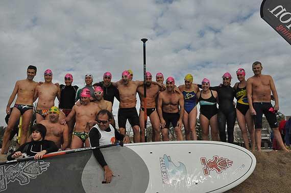 Grup de nedadors que van participar a la travessa popular de Sant Silvestre